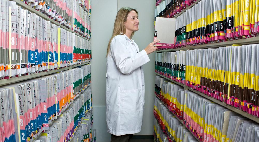 سوابق پزشکی کاغذی و افزایش هزینه ها