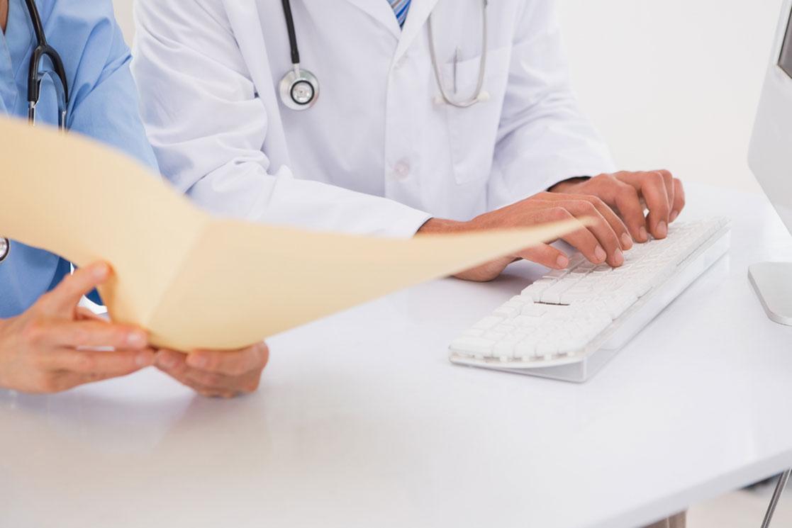برون سپاری یا درون سازمانی اسکن پرونده های پزشکی