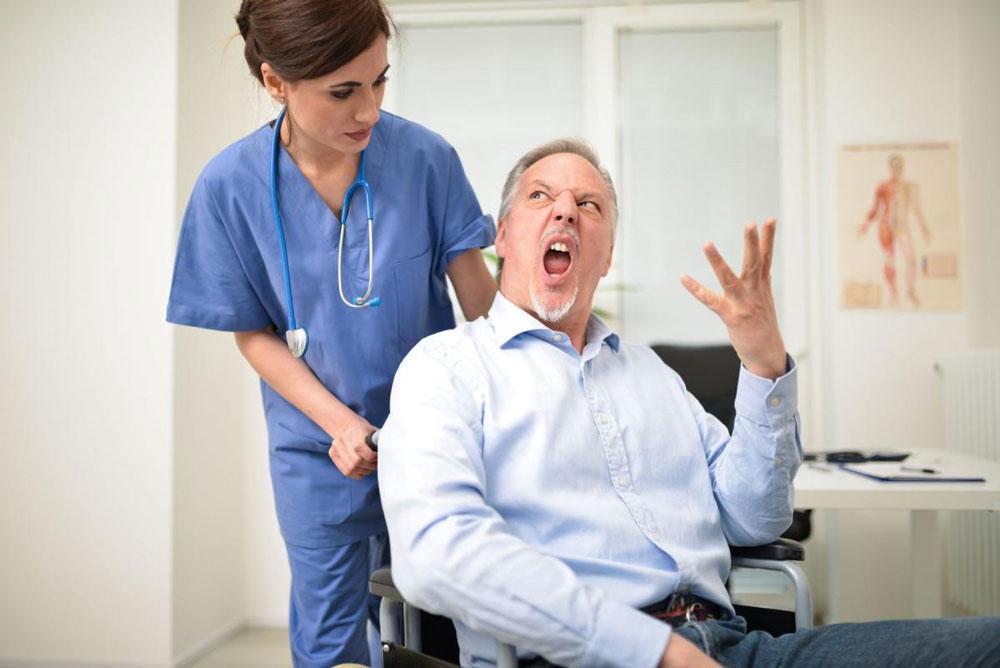 تأثیر عوامل محیطی بر فرسودگی شغلی پزشکان